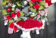 Christmas Wreath Ideas / Lots of ideas for Chirstmas wreaths.