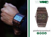 WEWOOD / Sofisticatoo ed ecologico  La linea di orologi in legno di WeWOOD è una combinazione senza compromessi di stile, lusso e responsabilità nei confronti dell'ambiente. Tutti gli orologi della collezione WeWOOD nascono da un progetto che rispetta l'ambiente