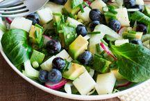 // Spécial Brunch / Des recettes de brunch en famille, entre mais à base de Roquefort : oeufs brouillés, salades etc...