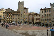 Ареццо. / Аре́ццо (итал. Arezzo) — город в итальянской области (регионе) Тоскана, административный центр одноимённой провинции. Ареццо расположено в 80 км к юго-востоку от Флоренции, на холмах, окружающих верхнее течение реки Арно.