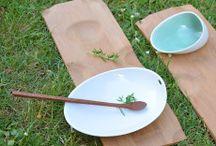 Cookplay / Cookplay je nová baskická značka, za kterou stojí talentovaná designérka Ana Roquero. V Cookplay navrhují a upravují produkty, které nabízí nová řešení gastronomickému světu, inspirují se v přírodě a zakládají si na jednoduchosti, autenticitě a kvalitě. Estetické a zároveň funkční produkty značky Cookplay jsou vyrobeny tak aby vydržely a obstály v globálním kontextu.