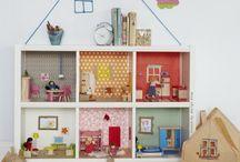 Kinderzimmer/ Kids room / Kinderzimmer-Deko, Kinderzimmereinrichtung, Ideen für das Kinderzimmer, Wandgestaltung, Girlanden, PomPoms, DIY, IKEA Hacks...