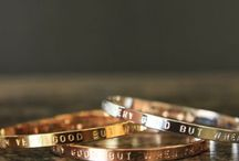 Bijoux | Sélection boutique Lyon / Retrouvez dans cette planche les marques de bijoux sélectionnées dans la boutique lyonnaise de la marque.