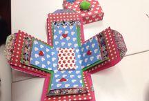 Caja Explosiva / Taller de scrapbook en Coser y Cantar La Guardia. Cajas hechas por l@s niñ@s este sàbado en el Taller.