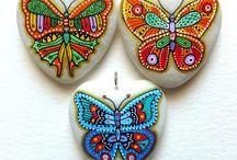 Taş boyama kelebeği