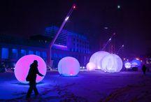 Luminothérapie 2010-2011 / Luminothérapie consiste en un événement hivernal issu d'un concours ayant pour but la mise en valeur et l'animation des espaces publics. Ce concours est géré en collaboration avec le Bureau du design de la Ville de Montréal. Durant l'événement Luminothérapie, l'espace public se transforme en un musée à ciel ouvert qui illumine l'hiver et célèbre le génie créatif montréalais.