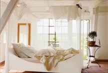 Betten / Wohlig Schlummern -  Erquickt und gut gelaunt erwachen und voller Energie in den Tag starten! Das richtige Bett trägt entscheidend zum Wohlbefinden bei, nicht zuletzt auch durch seine Ästhetik.