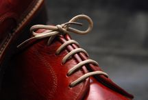 Zapatos a medida / En la Curtiduría mimamos cada detalle, hacemos de tus zapatos una prenda exclusiva, cuidamos la imagen de nuestros clientes, reflejamos nuestra ilusión en cada encargo.