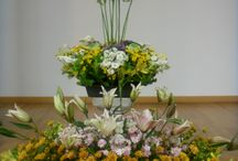 Flower decoration at the church / Flower decoration at the church altar every Sunday renewed