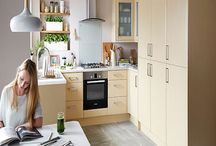 Light Wood Effect Kitchens / Enduring style and charm with natural wood finishes and elegant decorative touches. Perfect for creating kitchens with warmth and character.