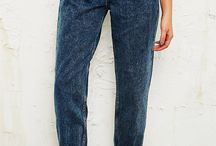 Mom Jeans: come indossarli / I mom jeans,caratterizzati da vita alta e caviglia stretta, sono in gran tendenza questa stagione. Ma come indossarli? Ecco qualche spunto