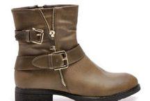 Buty damskie Workery / Tanie buty damskie Cosmopolitus.eu to sklep internetowy z butami na każdą okazję. Nasz sklep internetowy Cosmopolitus z butami damskimi oferuje modne i niedrogie buty i obuwie. Posiadamy buty damskie takie jak: botki, EMU, kozaki, śniegowce, czółenka, balerinki, sandały, półbuty, klapki, kalosze,trampki, workery i inne.