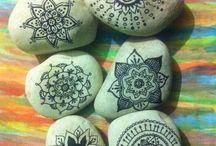 mandala motifleri taş boyama