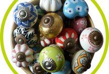 """Una """"ciotolata"""" di pomelli di ceramica / Alcuni dei nostri pomelli di ceramica decorata a mano.."""