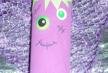 Franki, le monstre / monstre avec rouleau de papier toilette