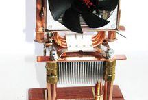 diverse onderdelen uit een pc...... / door een waxinekaars aangedreven ventilator, warmte wordt  door de kamer verspreid..