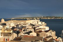 Ortigia, Siracusa, Sicily Tour & Design Ideas / For our initial exploration of Sicily, off the southern tip of the toe Italy's boot, we decided to make Siracusa (Syracuse), a UNESCO World Heritage Site, our base for eight days. We found a hotel on Ortigia (Ortygia), the island that is the historical center of Syracuse known as Città Vecchia (the Old City). It contains many of the historical landmarks we wanted to study and photograph for our Texas architecture firm.