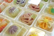 Wagashi / Japanilaiset makeiset / Japanese sweets / tee/ tea / tee makeiset / tea sweets