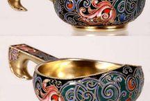 Перегородчатая эмаль. Эмалево-филигранная посуда. / Техника художественной росписи изделий из эмали, при которой эмалью заполняются промежутки между тонкой металлической лентой …