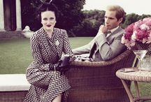 """Wallis & Edward / Madonnas film """"Wallis & Edward"""" er fortællingen om en af verdenshistoriens mest berømte kærlighedsaffærer. Wally Winthrop (Abbie Cornish) er en ung kvinde, der fascineres af genstandene på en auktion over Hertugen og Hertuginden af Windsors tidligere ejendele. Hun drages af historien om det skandaløse ægteskab mellem den amerikanske pige Wallis Simpson (Andrea Riseborough) og den engelske Kong Edward d. 8. (James D'Arcy), der afgav tronen til sin bror for at kunne være sammen med sin elskede."""