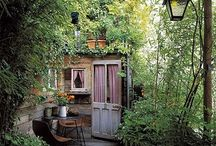 Jardin et Extérieur au calme / Qui n'a jamais rêvé d'un magnifique petit jardin secret pour se reposer au soleil lorsqu'une petite brise se lève ? #nature #jardin #outdoor #green #flower #chill #quiet