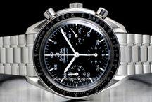 Omega Reduced / Già dal 1901 la realizzazione di un orologio speciale per motociclisti, attaccabile direttamente al serbatoio, preannuncia il legame che unirà a lungo il brand al mondo dello sport....