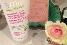 Vintage dressing table style with Amie Skincare / Amie products are dressing-table worthy