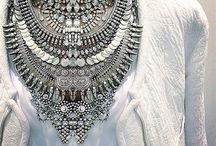STATEMENT NECKLACES / Jewelry