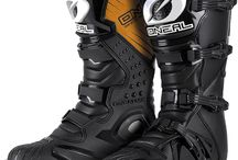 Oneal Rider Motocross Boots - our best selling value boot! / Doctor's orders. For boot development, we put our best foot forward! Dr. Doug Dubach has been an ONeal test pilot for over 30 years and a factory Yamaha test rider for 25 years. As a 17 time Vet World Champion, nobody knows the importance of boot protection better than the doctor. All ONeal boots are thoroughly dirt test and doctor approved!