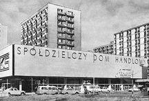 Mister Warszawy - Dom Handlowy Feniks / Dom Handlowy Feniks Opis miejsca  Budynek powstał w 1971 r., zaprojektowany przez Jana Zdanowicza w stylu modernistycznym. Stanowił fragment osiedla Pańska. Rzadko spotykanym rozwiązaniem było zastosowanie wykończenia elewacji panelami z aluminium. W 1972 r. otrzymał tytuł mistera Warszawy za najładniejszy budynek w stolicy. Wyburzony w 2009 r., na jego miejsce powstał biurowiec o tej samej nazwie.( już się nie mogę doczekać następnego wcielenia ;-))
