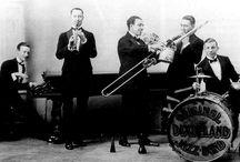 Jazz a través del tiempo / La historia del jazz en imágenes, desde el Dixieland de la Post 1er Guerra Mundial  hasta el Jazz Rock de los 60'