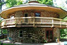 Case din butuci de lemn