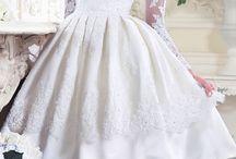 Платья длиной немного ниже колена