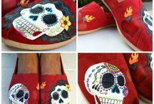 PAINTED SHOES!!! / by Christina Flummerfelt