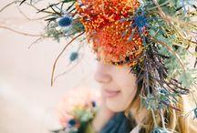FLOWERs dAns LES CHEVEUX / Couronnes, hairband... Folklore et Couleurs plein la Tête!
