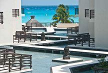 The Thai Luxury Condohotel / The Thai Luxury CondoHotel es una puerta al lujo moderno, une la sofisticación del espíritu Bali-Tailandés, con el aura tranquila del Caribe mexicano, para ofrecer un complejo de primera clase cuyos magníficos condominios brindan la amplitud, comodidad, lujo extremo y servicio hotelero de primera, requisitos indispensables para hacer de su estancia una experiencia inolvidable. Ubicado en Playa del Carmen, Quintana Roo, México frente a una de las playas más hermosas del Caribe Mexicano.