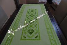 Toalha verde em hardanger / Centro de mesa em hardanger,  Feito em cânhamo grosso, linha libra esterlina e agulha tapestry n°22.