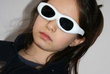 Vidi Akıllı Elektronik Kapama Gözlüğü ( Dijital Kapama Gözlüğü) / Çocuklarda görülen göz tembelliği erken teşhis halinde tedavi edilebilir bir hastalıktır. Bu tedavide önemli ve yeni gelişme Akıllı Elektronik gözlüklerin kullanılmasıdır.