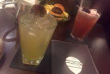 Cocktails / Sie sind nicht nur schön bunt: Sie schmecken auch gut! Ein Ausflug in Cocktail-Bars in Köln, Deutschland, Europa und der Welt. Mehr zum Thema regelmäßig auf essenisttoll.de