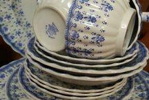 посуда бело-синий
