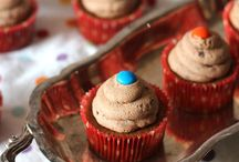 Desserts: Cupcakes / Cupcakes, because they need a board of their own.