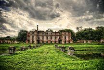 Stare, zabytkowe: domy, kamienice, kościoły, wille etc. / Budynki które już od dawna walczą z czasem, bez odpowiednich działań ze strony właścicieli, niszczeją.