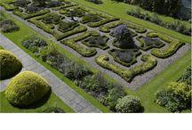 Gardens / Gardens around historic house