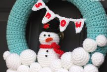 Crochet Wreaths / All of my pins are for patterns that are FREE! thanks to the wonderful craftspeople who share their talent with the world. You may need to log into a site to get the pattern, but there is no charge for that either. Hope you enjoy!