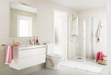Valkoista ja harmaata / Selkeitä linjoja ja yksinkertaista raikkautta kylpyhuoneeseen.