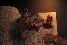 """Dreambox """"DRACCHONUM"""" / ...Bronze, antikes Elfenbein mit CITES-Genehmigung, schwarzes Leder...geschlossen: 55 x 60 Millimeter...172 Gramm...bronze, antique ivory with CITES-permission, black leather..."""