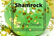 St. Patrick's Day Crafty Fun / Food and crafts for St Patrick's Day. DIY party decorations, printables, treats, and green drinks
