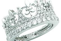 queens&crowns. / by Taylor Wardlaw