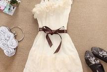 Ó šaty, utkané z jahodovej peny...