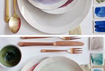 Interior • Table & Ceramics / Servies, tafellinnen, ceramic, borden, glaswerk.